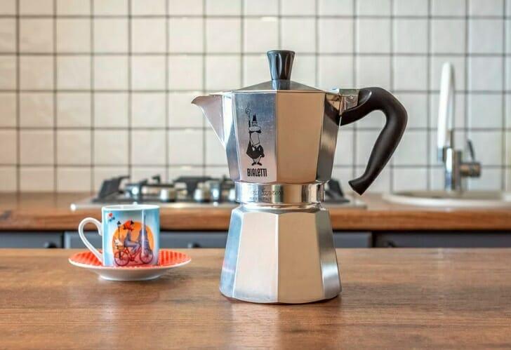 Простая и удобная в быту кофеварка