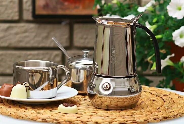 Гейзерная кофеварка с оригинальным дизайном