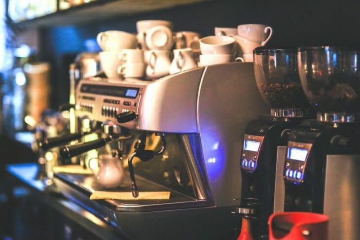 Когда лучше купить автоматическую кофемашину для кафе