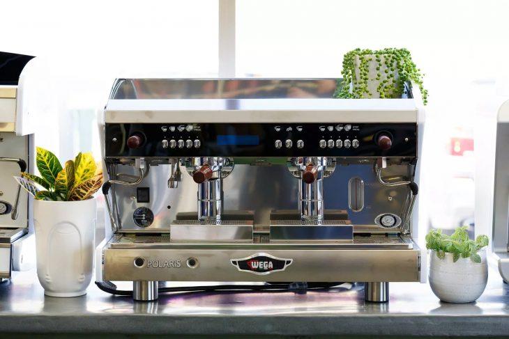 Профессиональная кофемашина с 2 группами