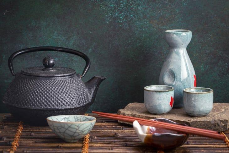 Чугунный заварочный чайник в азиатском стиле