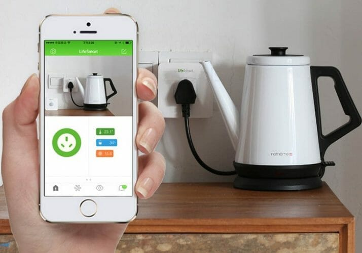 Умный чайник и смартфон