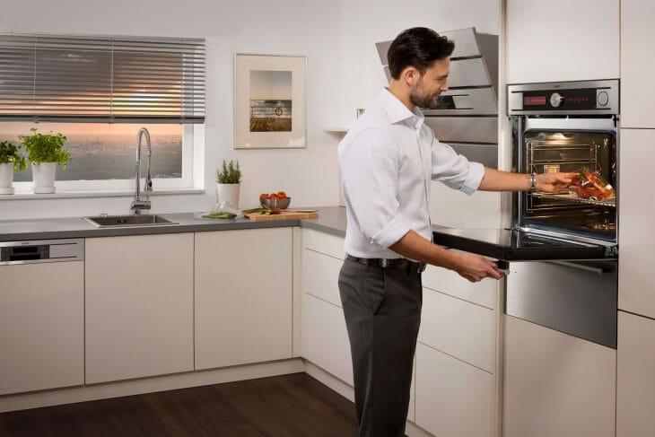 Духовой шкаф на кухне