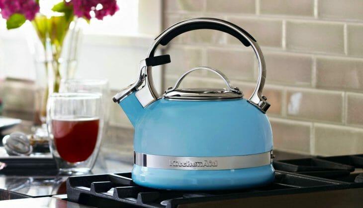 Синий чайник для большой семьи