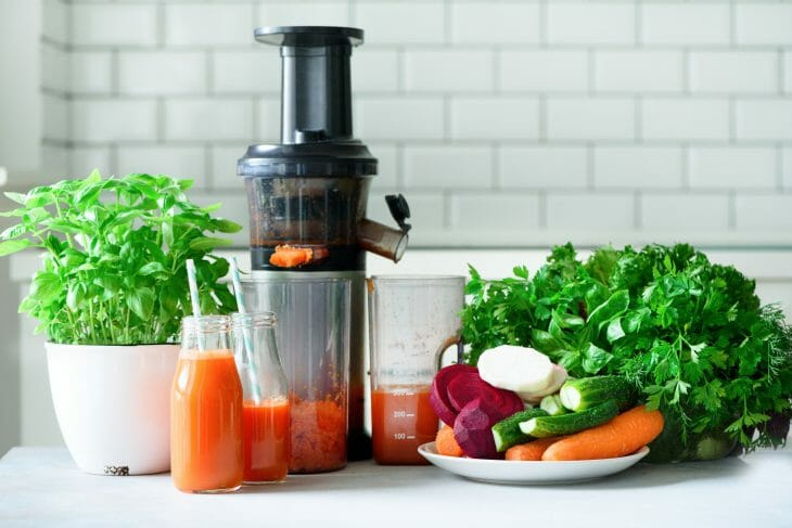 Шнековая соковыжималка для твердых овощей