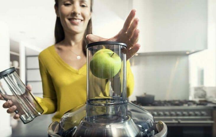 Яблоко влазит в горловину соковыжималки