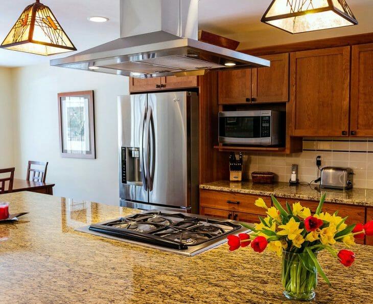 Высоко расположенная кухонная вытяжка
