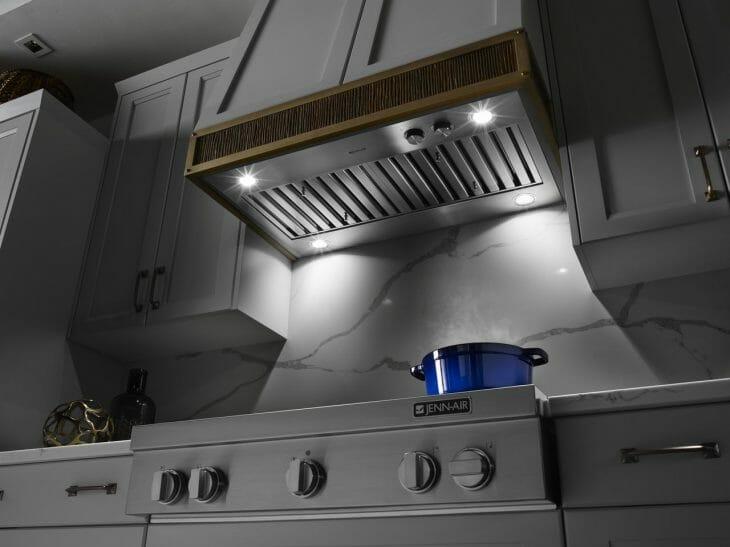 Мощная кухонная вытяжка вид снизу