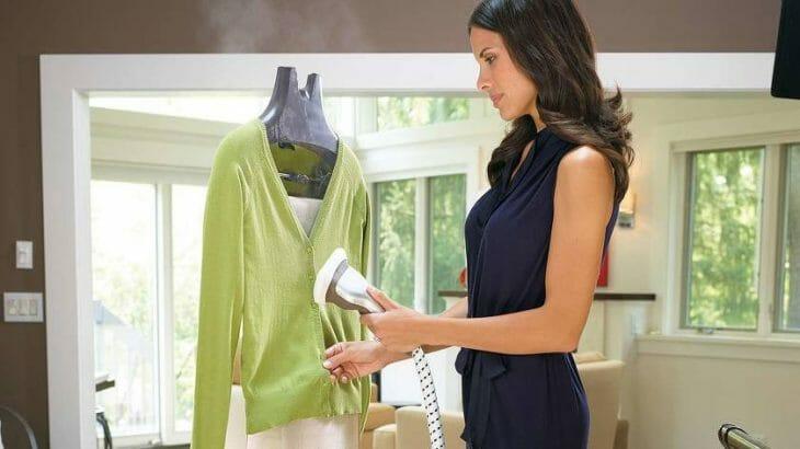 Обработка одежды отпаривателем
