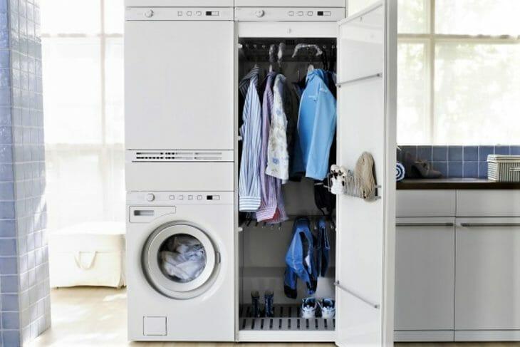 Сушильный паровой шкаф с одеждой