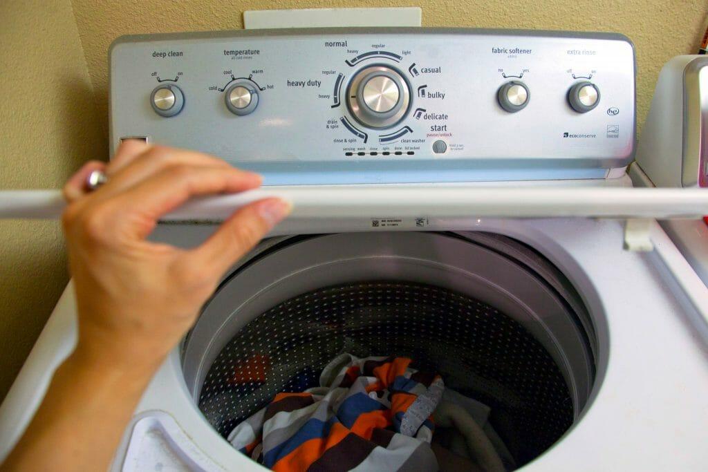 Открытая стиральная машина с вертикальной загрузкой