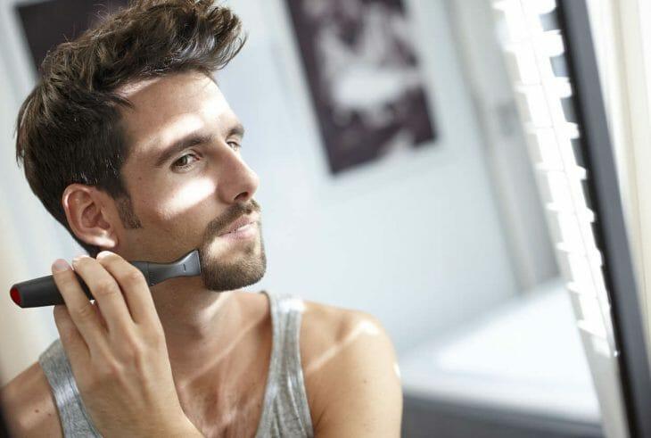 Триммер для бороды и усов в действии