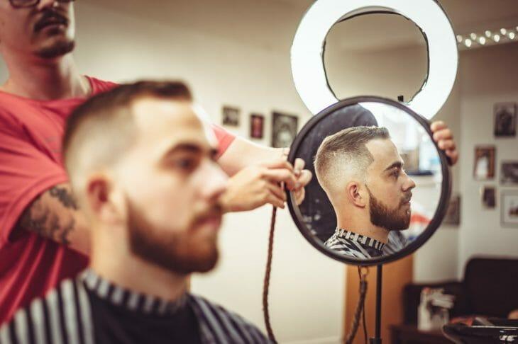 Стрижка бороды и усов в специализированном салоне