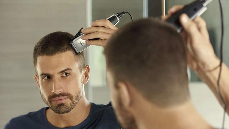 Выполнение самостоятельной стрижки парикмахерской машинкой