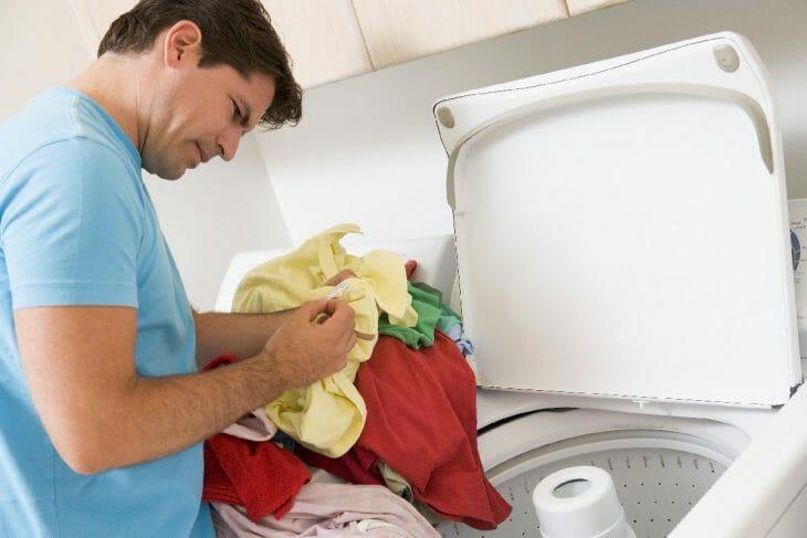 Загрузка вещей в стиральную машину полуавтомат