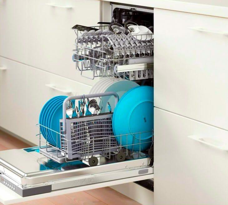 Белая встраиваемая посудомоечная машина