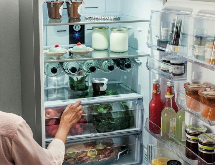 Продукты в холодильнике Хотпойнт-Аристон
