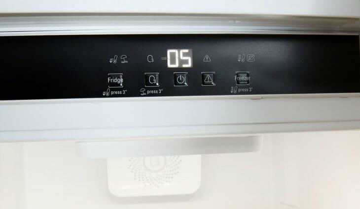 Панель для настройки работы холодильника