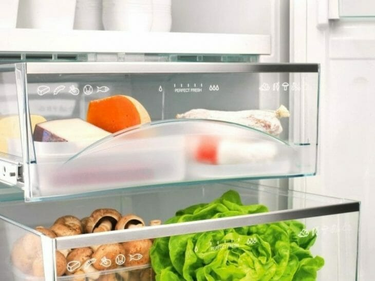 Выдвижной ларец с нулевой температурой в холодильнике Электролюкс