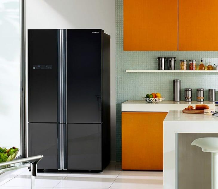 Четырехкамерный холодильник Hitachi типа Side-by-side