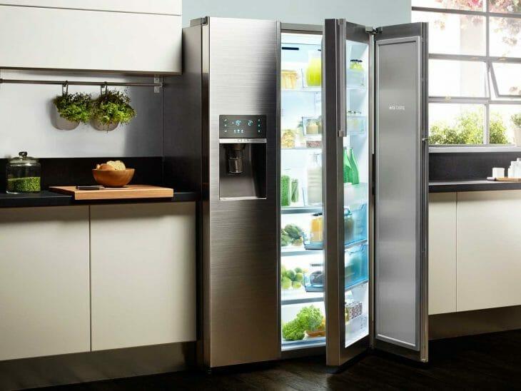 Холодильник с распашными дверцами