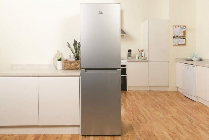 Отдельно стоящий холодильник Indesit