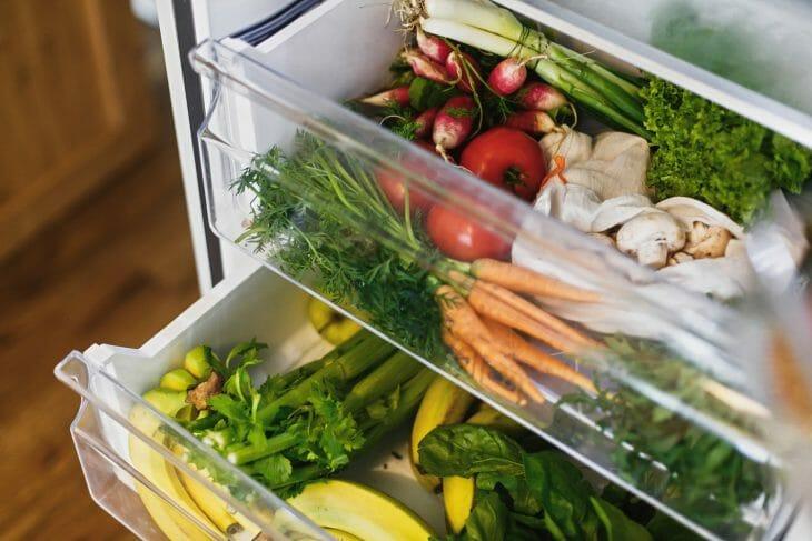 Отдел для овощей и фруктов в холодильнике