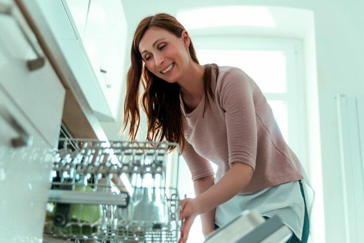 После мойки в посудомоечной машине
