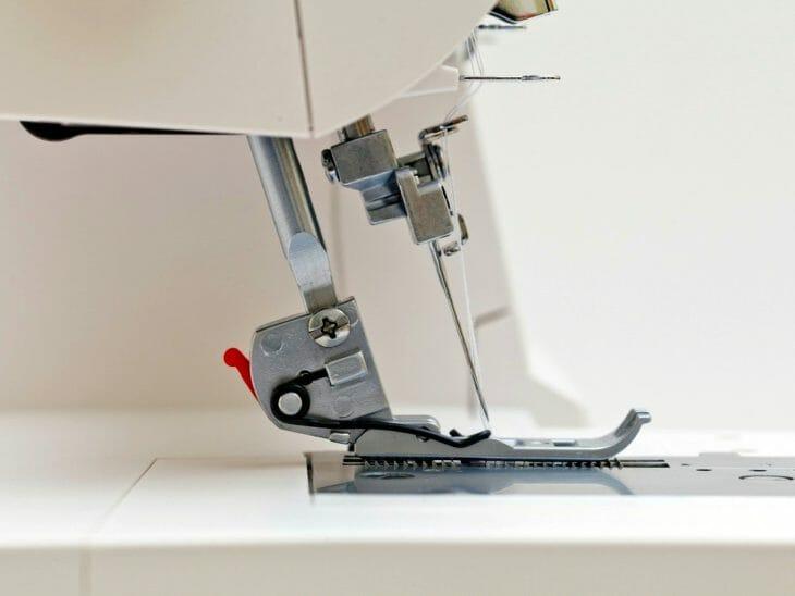Швейная машинка вид сбоку