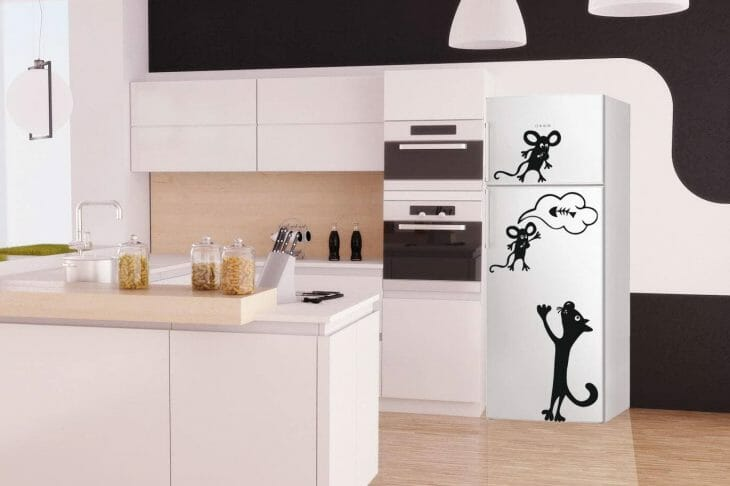 Узкий холодильник с оригинальным дизайном