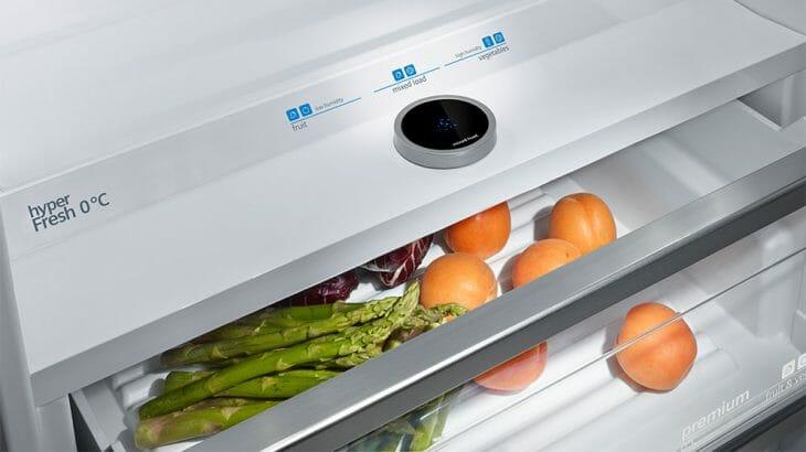 Отсек холодильника с фруктами