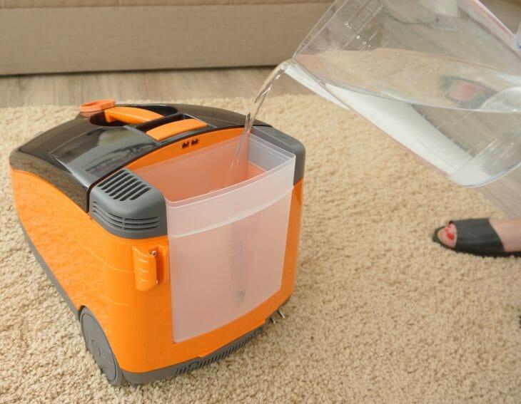 Заливка аквафильтра моющего пылесоса Thomas