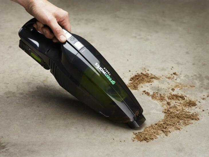 Уборка беспроводным пылесосом