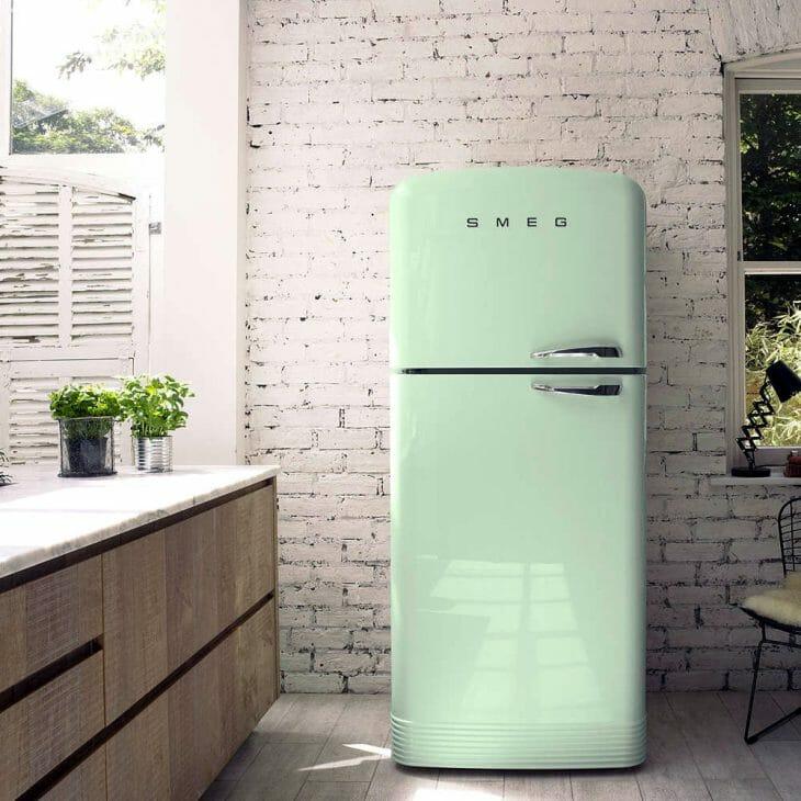 Красивый холодильник Smeg