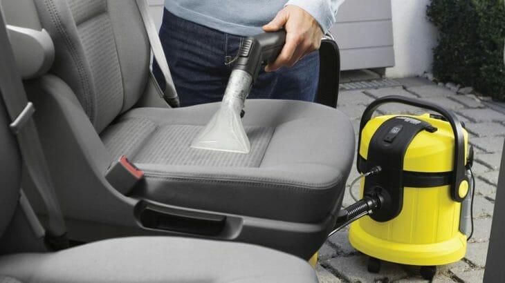 Чистка автомобиля моющим пылесосом Karcher