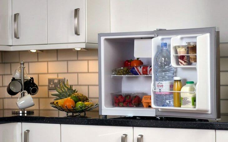 Компактный холодильник Атлант на столе
