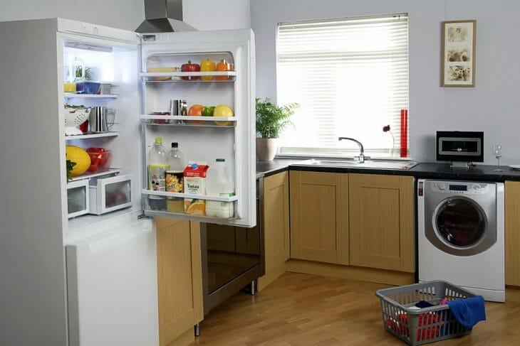 Открытый двухкамерный холодильник