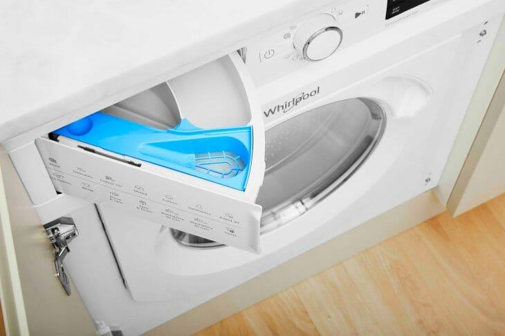 Встраиваемая стиральная машина Whirlpool вид сверху