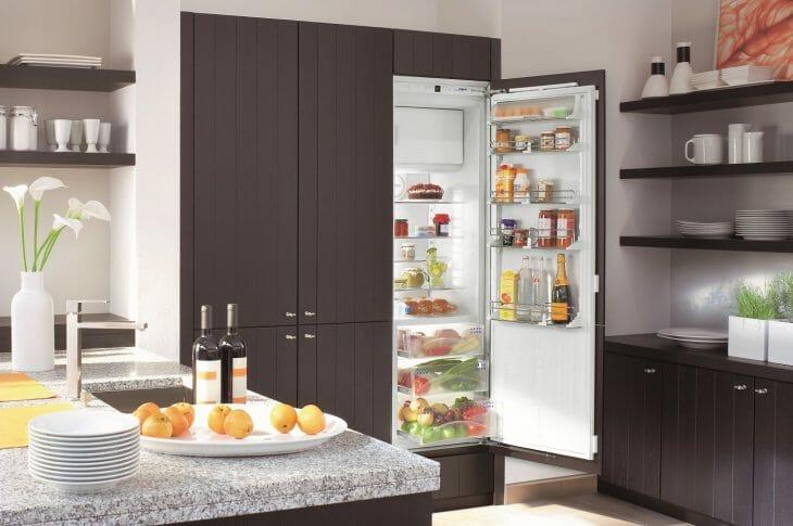 Встраиваемый холодильник Hotpoint-Ariston