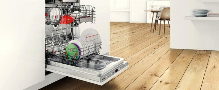 Белая встраиваемая посудомоечная машина Бош