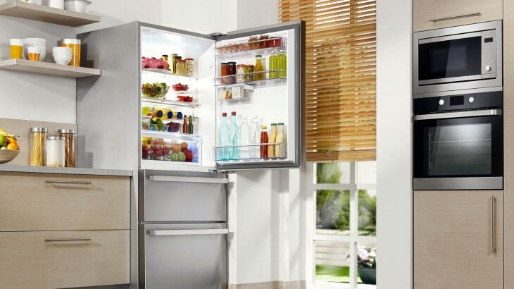 Большой холодильник Sharp
