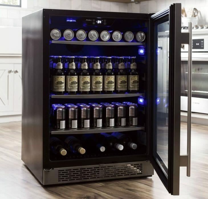 Черный мини холодильник