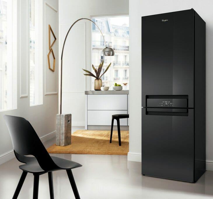 Черный холодильник Whirlpool