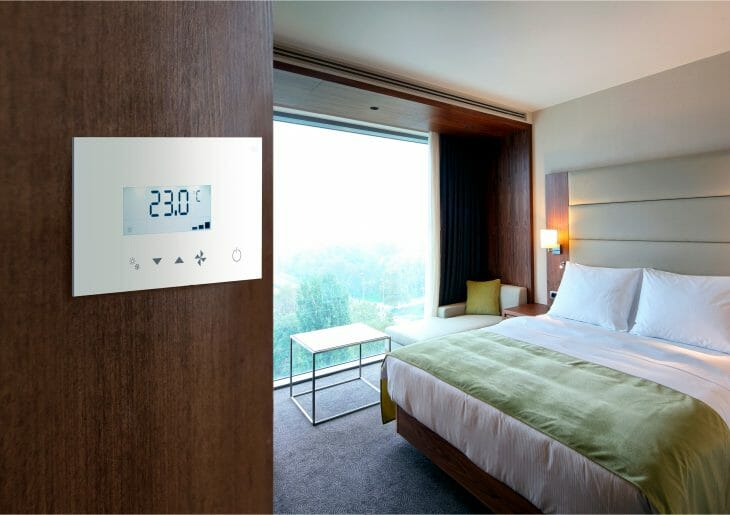 Номер в отеле с потолочной сплит-системой