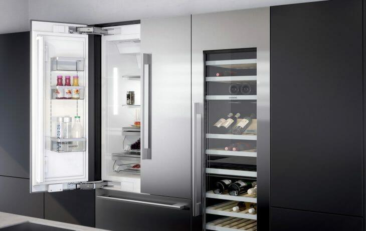 Распашной холодильник Siemens с отсеком для вина