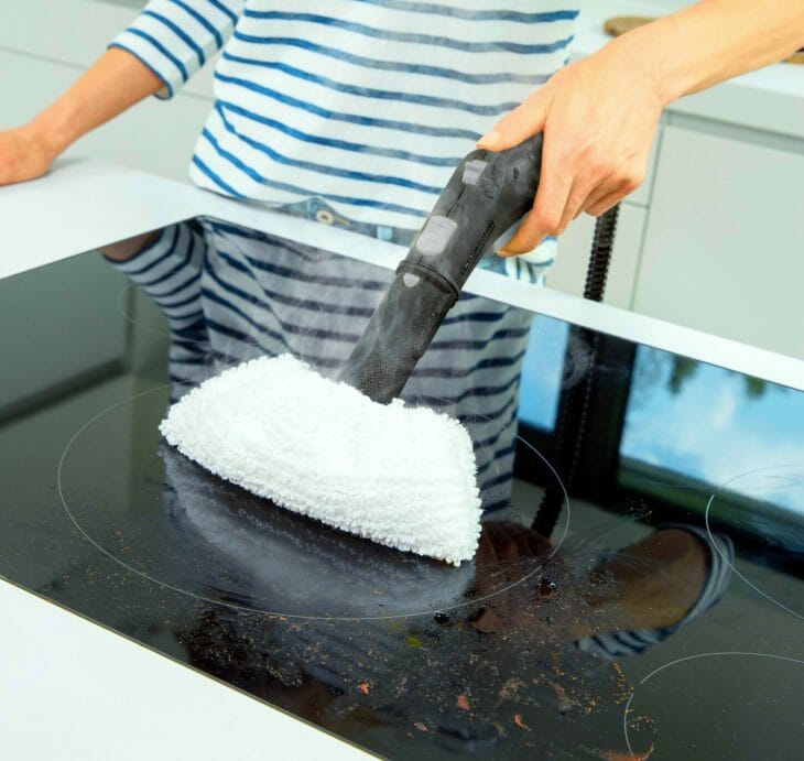Паровой пылесос на кухне