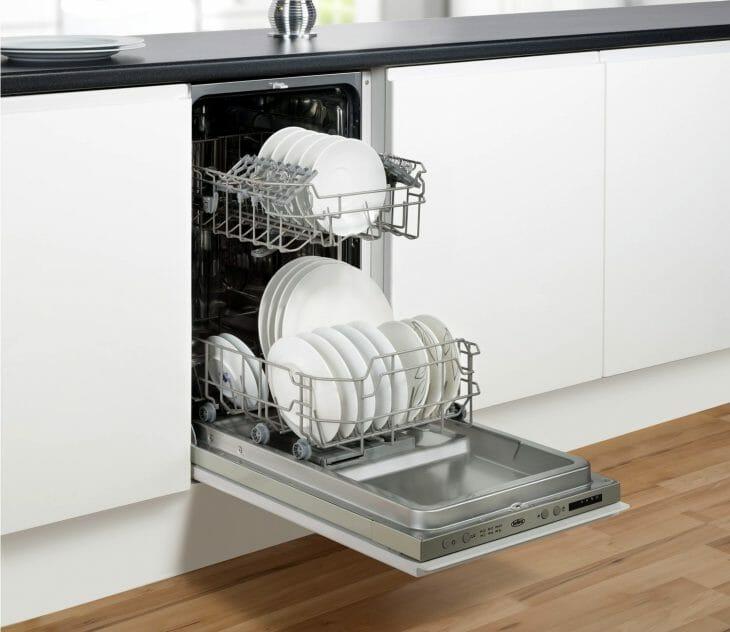 Посудомойка на постаменте