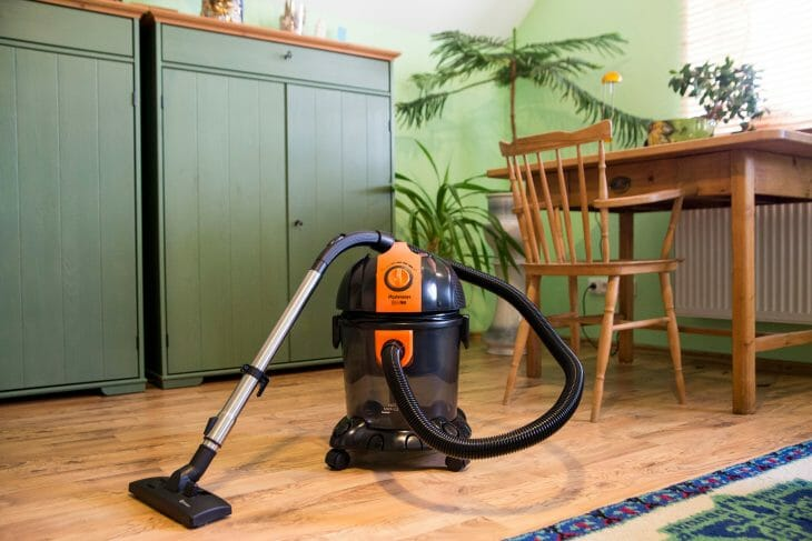 Пылесос с водяным фильтром и большим пылесборником
