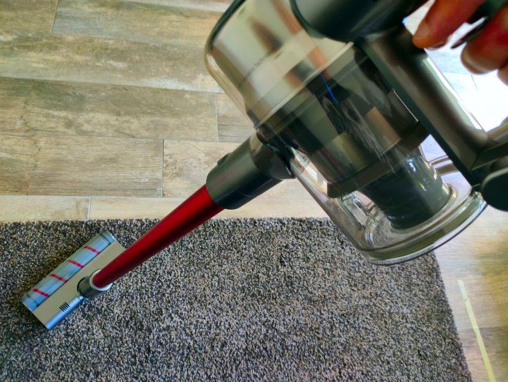 Вертикальный пылесос для очистки ковра