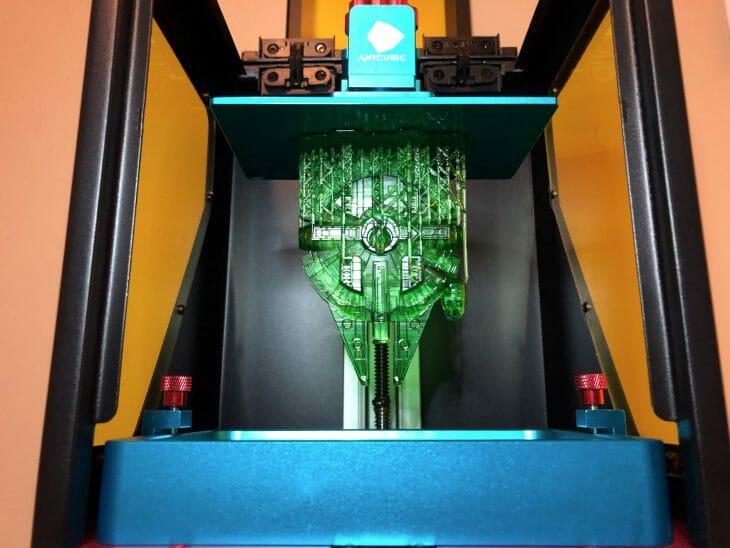 Фотополимерный 3D принтер в работе